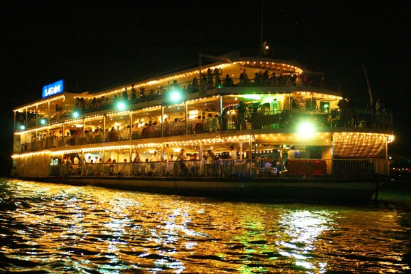 Hochiminh: Cyclo, Water Puppetry & Dinner cruise - evening tour